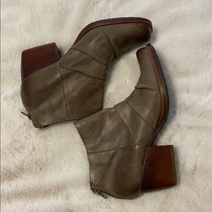 Kork-Ease Kissel Leather Ankle boots size 9 1/2